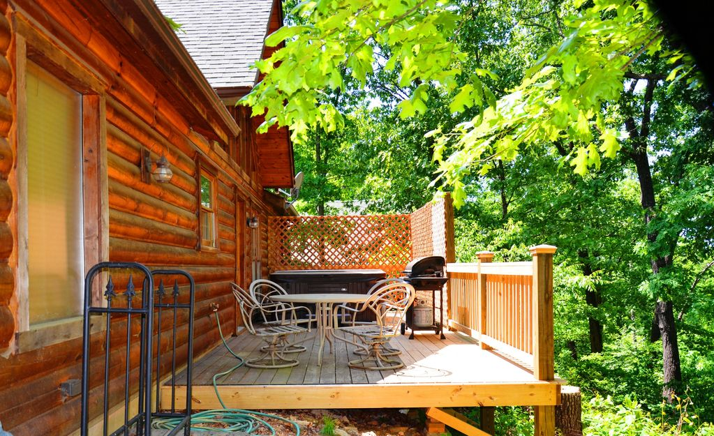 Spacious Secluded Elegant Log Cabin Jetted Tubs Hot Tub