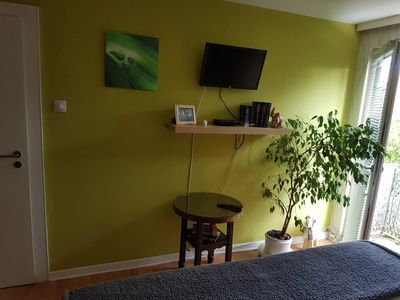 Photo for Large room for 2 people, double bed, parking, breakfast, 3 stops in the living room