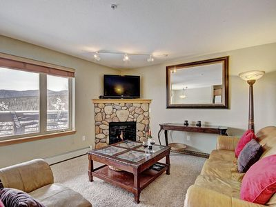 Photo for 522 Cozy, affordable ski condo w/ stunning mountain views. Hot tub. FREE activities for our guests.