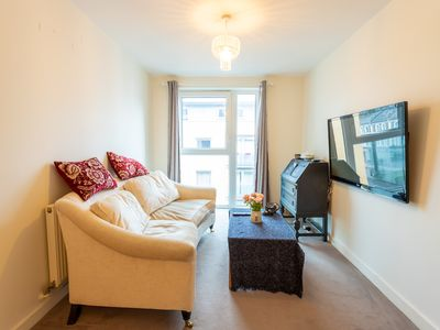 Photo for Amazing 2 Bedroom, 2 Bathroom Flat with balconies in Greenwich