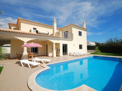 Photo for Very spacious villa with private pool in Albufeira on the Algarve coast