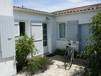 Photo for Beautiful family home in La Couarde, sleeps 8, near to the beach