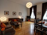 A most comfortable, clean and spacious 2br 2 bathroom centrally-located apartment
