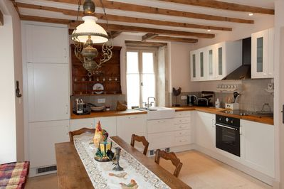 Fully equipped modern kitchen, includes dishwasher