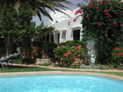 Photo for Beautiful villa in quiet area with pool, large garden, and close to the beach