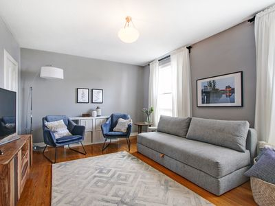 Photo for Charming Apartment in the Heart of Trendy Queen West