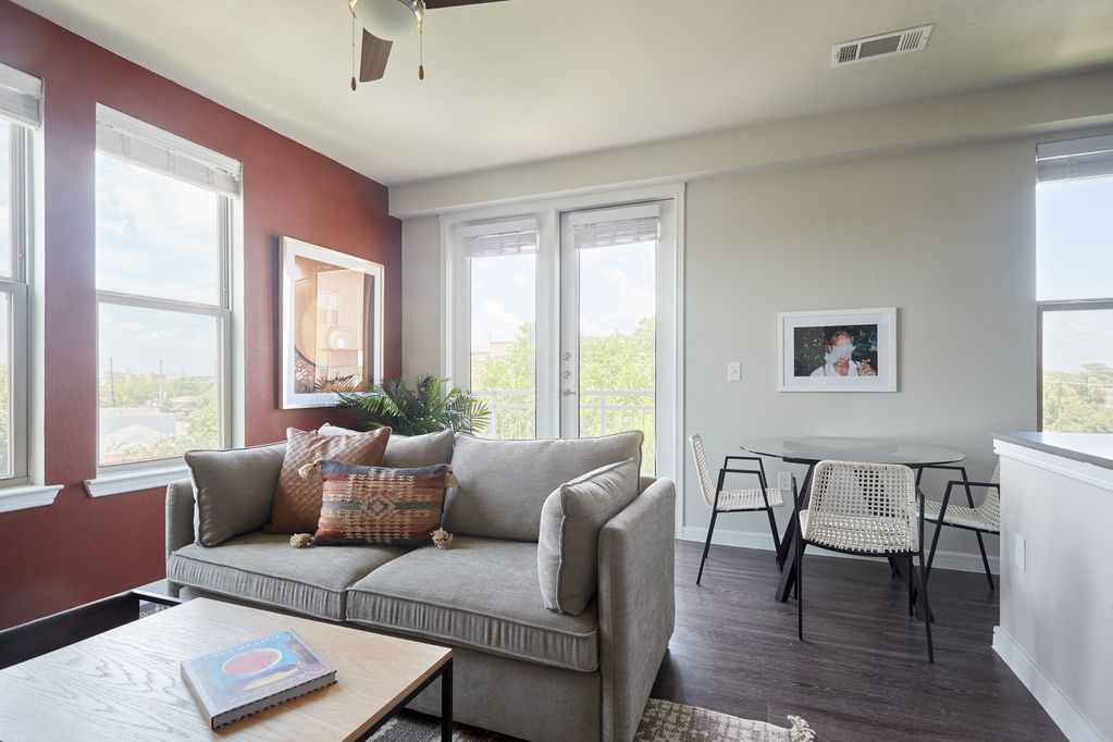 Sonder Southtown Apartments Lovely 2br Pool Lone Star