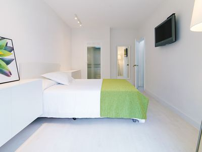Photo for Beautiful new central apartment near the beach!