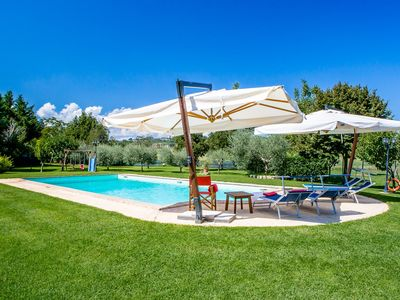 Photo for Charming countryhouse (sleeps 14) with pool in Umbria, ideal for groups