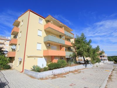 Photo for Apartment with 2 bedrooms, washing machine, air conditioning, parking, balcony and only 500 meters to the nature park Cape Kamenjak