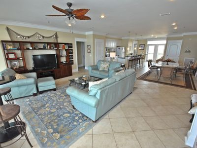 Open Floor Plan perfect for a big family or a group of friends.