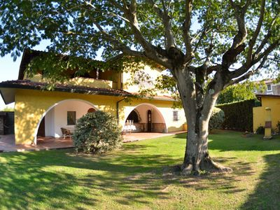 Photo for Stunning private villa with private pool, WIFI, TV, terrace, pets allowed, parking, close to Lucca
