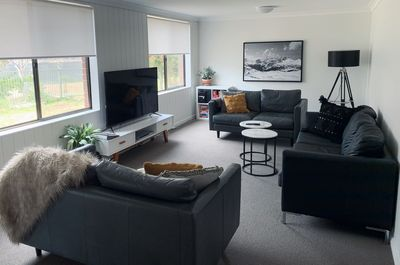 Living room seating for 7 comfortably, air conditioning, smart tv