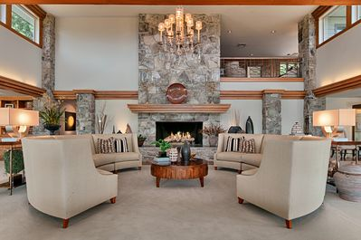 Great Room/6ft gas log fireplace