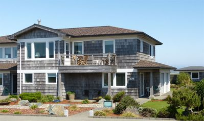 Seaview Townhouse front deck, patio and entrance