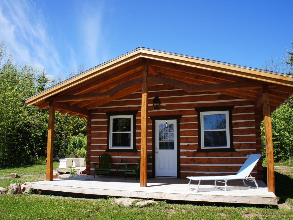 Modern log cabin on the bras d 39 or lakes river bennet cape for Modern log house