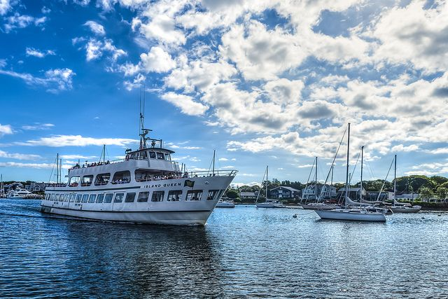 Great falmouth family home harbor heights village walk for Martha s vineyard fishing charters