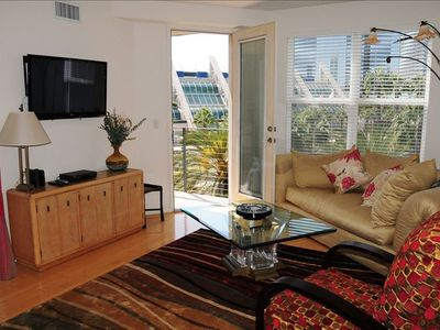 Cozy Living Room w/HD TV looking to balcony/window view of Convention Center