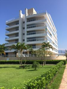 Photo for Front w / sea, barbecue on the balcony, air conditioning and 2 vgs garage - Indaiá