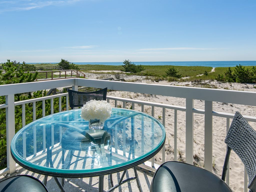 property image4 breathtaking 2 bedroom westhampton beach house with amazing views - Breathtaking Beach Houses In New York