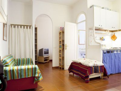 Photo for Colosseo Basic apartment in Centro Storico with WiFi & lift.