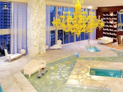 Stunning 2 BD 2 BTH apartment on Icon Brickell W in Downtown Miami.