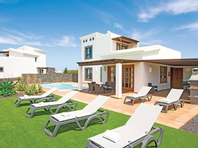 Photo for Modern villa in popular location with luxury master bedroom, private pool and air conditioning