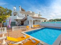 The villa was fantastic, clean and comfortable with great facilities (swimming pool, table tennis...