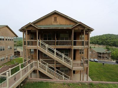 Photo for Condo with Pool   Hot Tub   2.2 miles from Silver Dollar City   Free Wifi (321604)