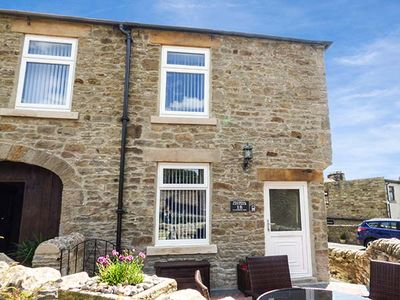Photo for FUCHSIA COTTAGE, pet friendly in Middleton-In-Teesdale, Ref 926370