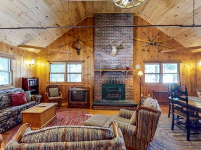 Lakefront home w/ private dock, pebble beach & enclosed porch - dogs welcome!