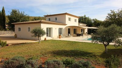 Photo for Quiet provencal villa with pool