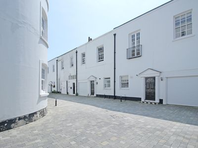 Photo for Pebble Mews House - Sleeps 6 to 8 guests
