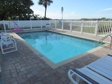 Large 4 Bedroom Condo - Steps to beach - Now Booking Late Summer and Fall