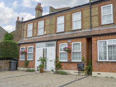 Charming Victorian cottage facade with parking just off the High Street