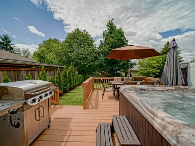 Photo for ❤️  Downtown McMinnville retreat/hot tub, deck, outdoor table, bbq & fireplace