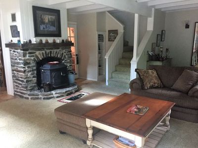 Charming Townhouse, Sunroom Dining, Close to Mount Snow Carinthia Base. Hot tub!