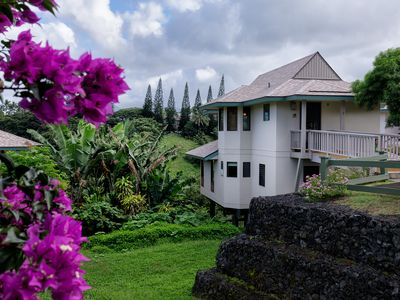 Photo for Beautifully appointed 2 bedroom stand-alone villa above Hideaways Beach