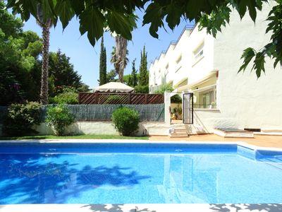 Photo for Costa Brava, Platja d'Aro. Terraced house with shared pool, in Politur-Los Pinos