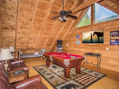 Photo for Updated 2 bed + loft, pool table, hottub, Indoor/outdoor pool, Putt Putt