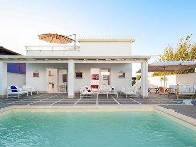 Photo for Romantic villa with private pool near the sea
