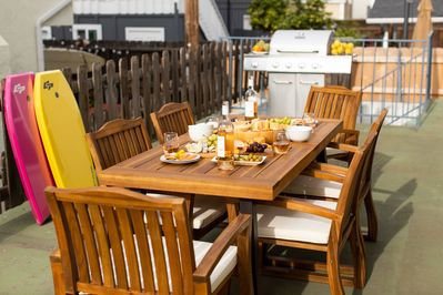 Outdoor patio (Unit 1). Dig into this feast after a day of boogie boarding!