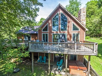 Dog-friendly lakefront home w/ hot tub!