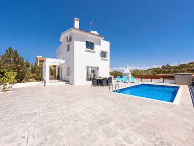 Photo for 3 bedroom villa, ideal for families and couples wanting a relaxing holiday home