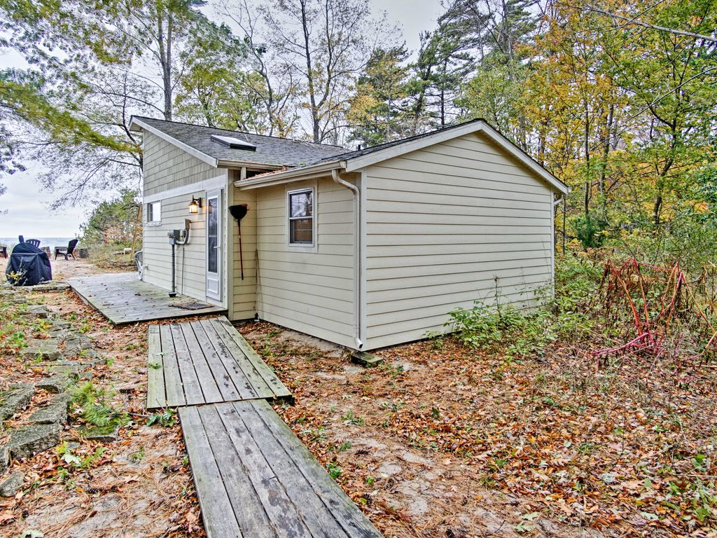 New 2br beachfront lake michigan cottage w deck north for Muskegon cabin rentals