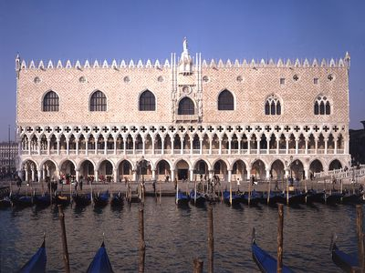 Sunny  Apartment 3 Minutes Walking from St. Mark's Square