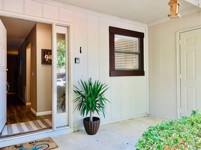 Photo for Cute & Cozy updated 2-Bdrm Townhome!