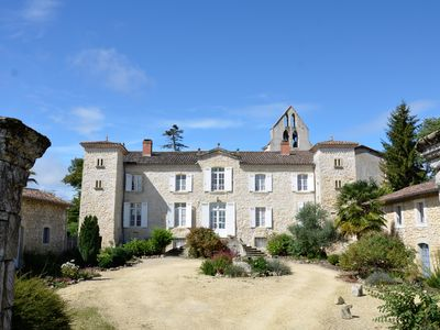 Photo for Large House of character in the heart of Aquitaine, large swimming pool, park.