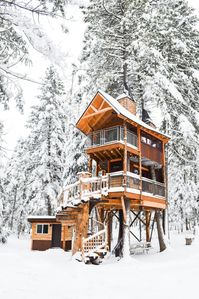 treehouse winter wonderland