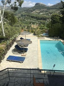 Photo for Ground floor of villa with swimming pool and view on the vines